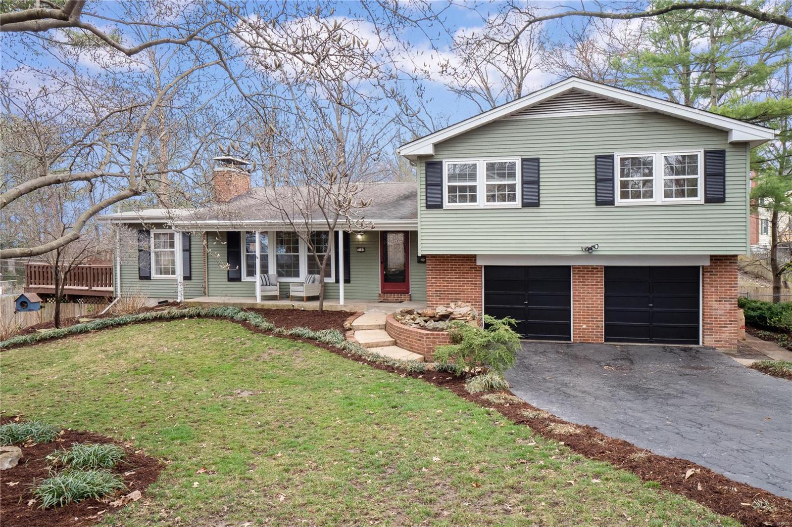 1182 Glenway Drive Property Photo - Glendale, MO real estate listing