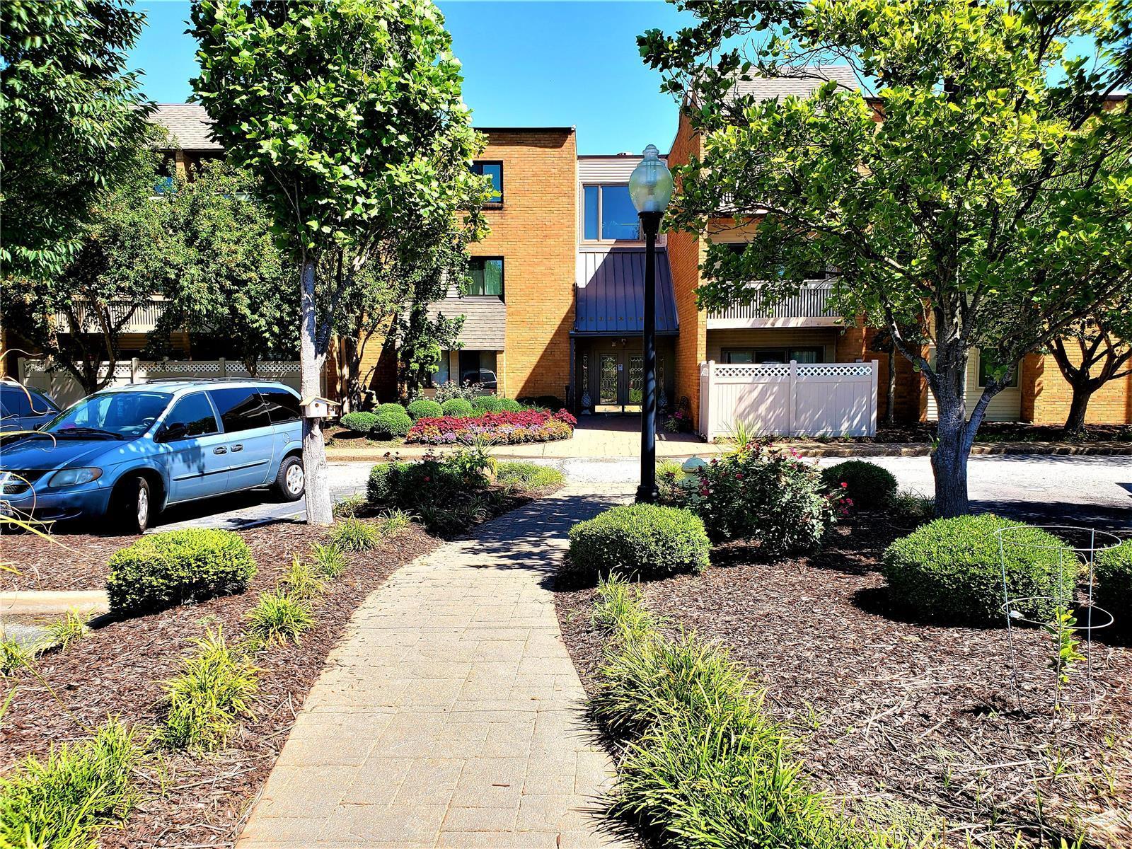 950 E Rue de la Banque #113 Property Photo - Creve Coeur, MO real estate listing