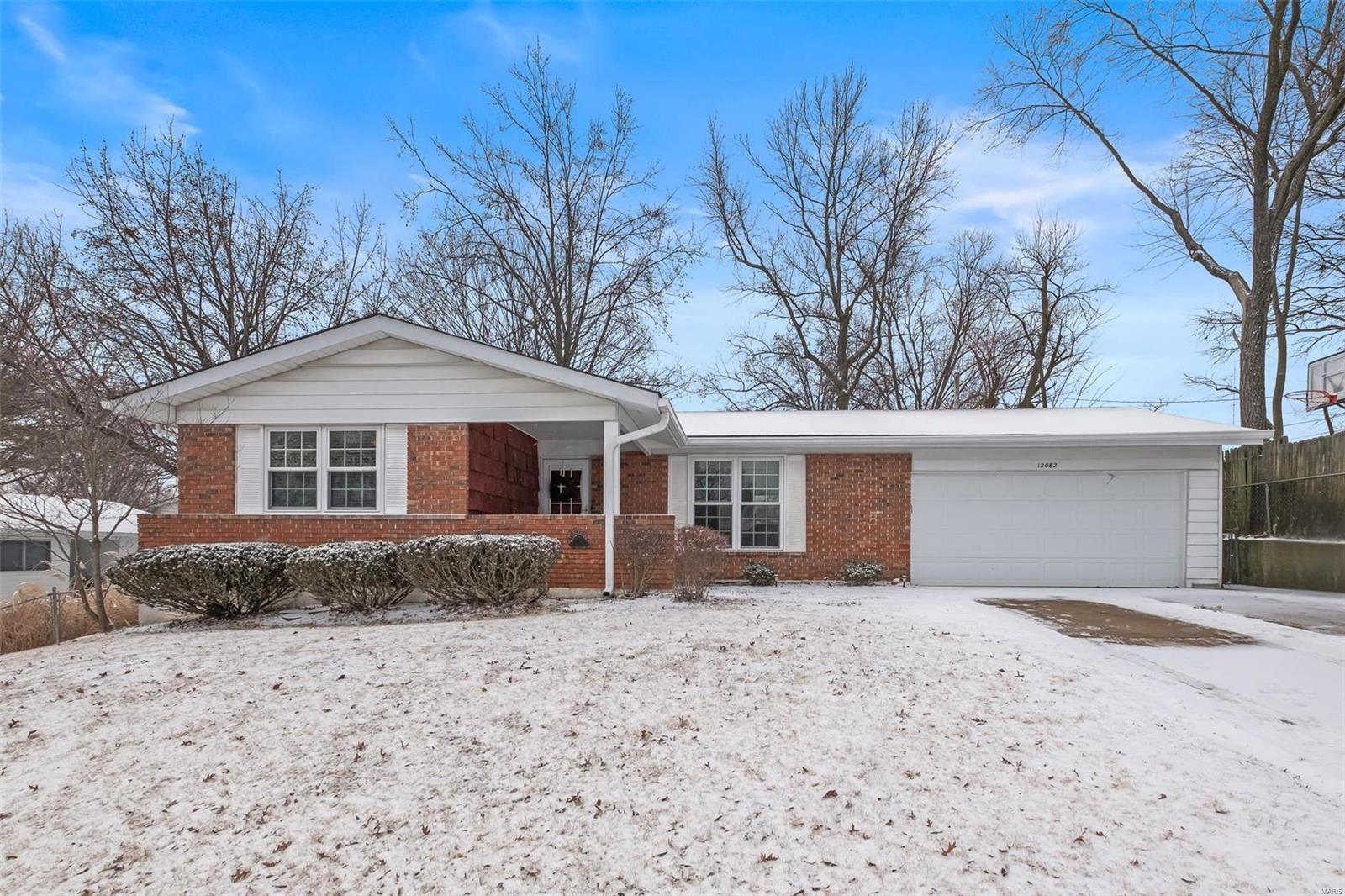 12082 Wesmeade Property Photo - Maryland Heights, MO real estate listing