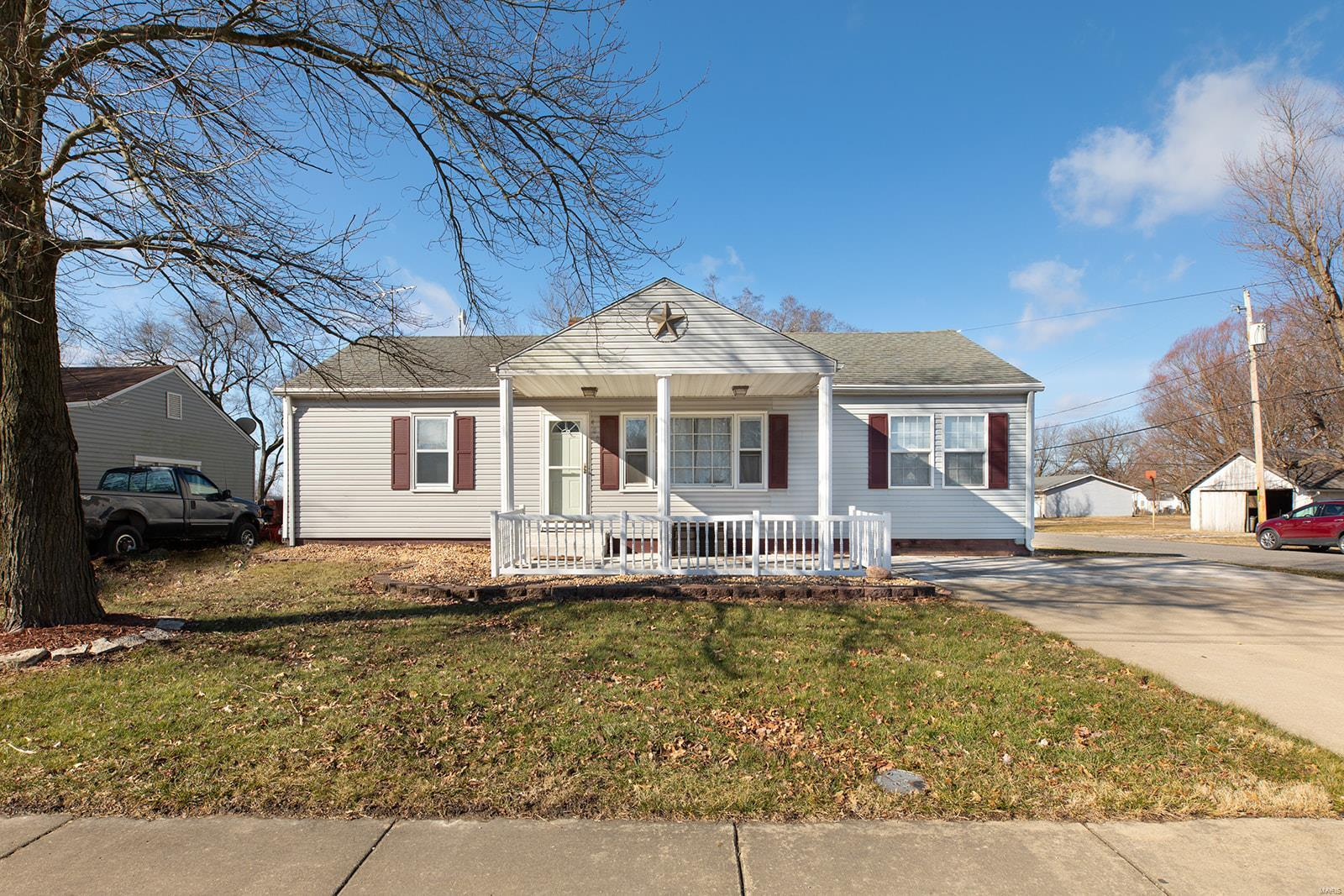 400 S Clinton Property Photo - Bunker Hill, IL real estate listing