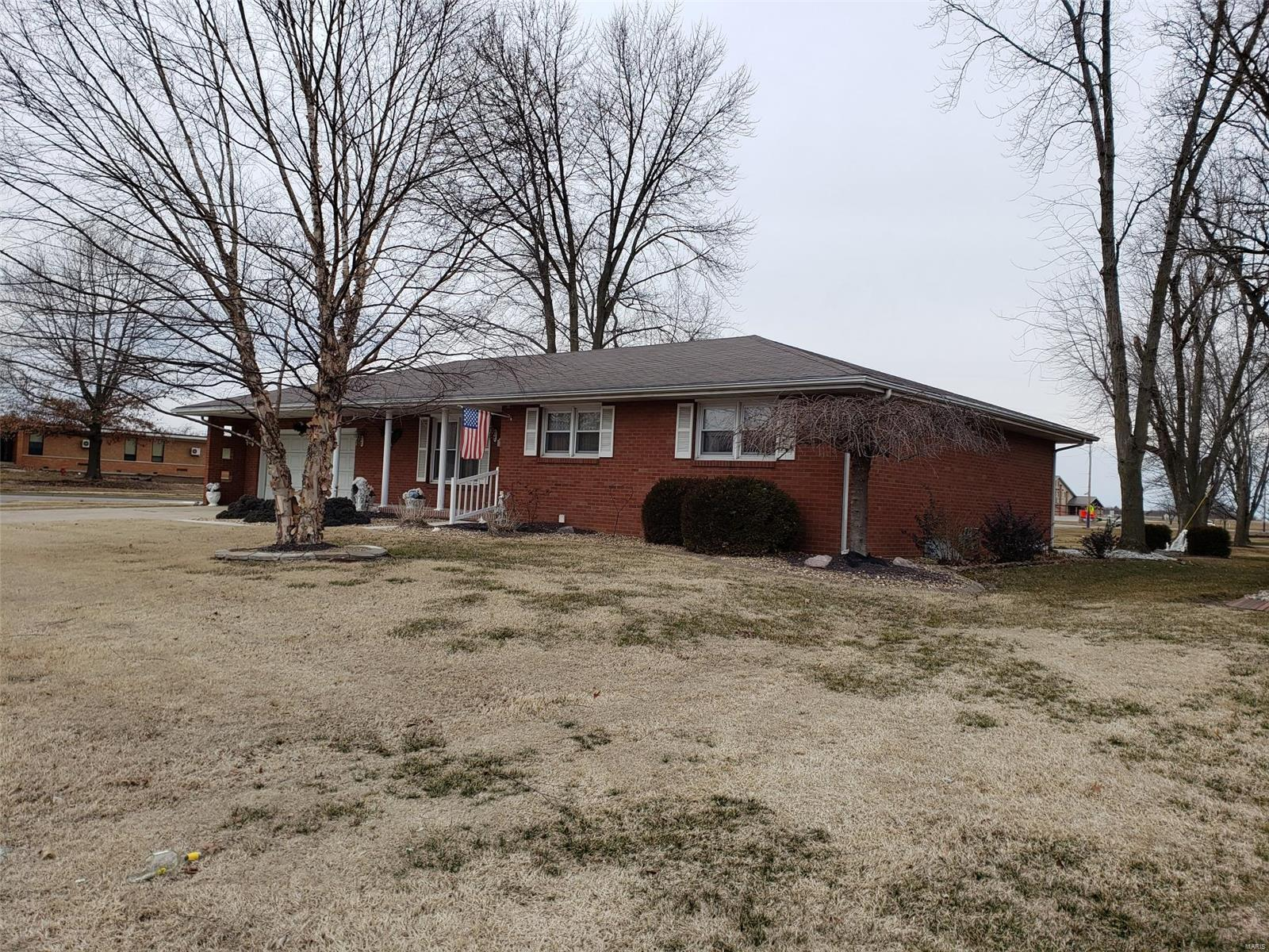 1191 Randolph Street Property Photo - Carlyle, IL real estate listing