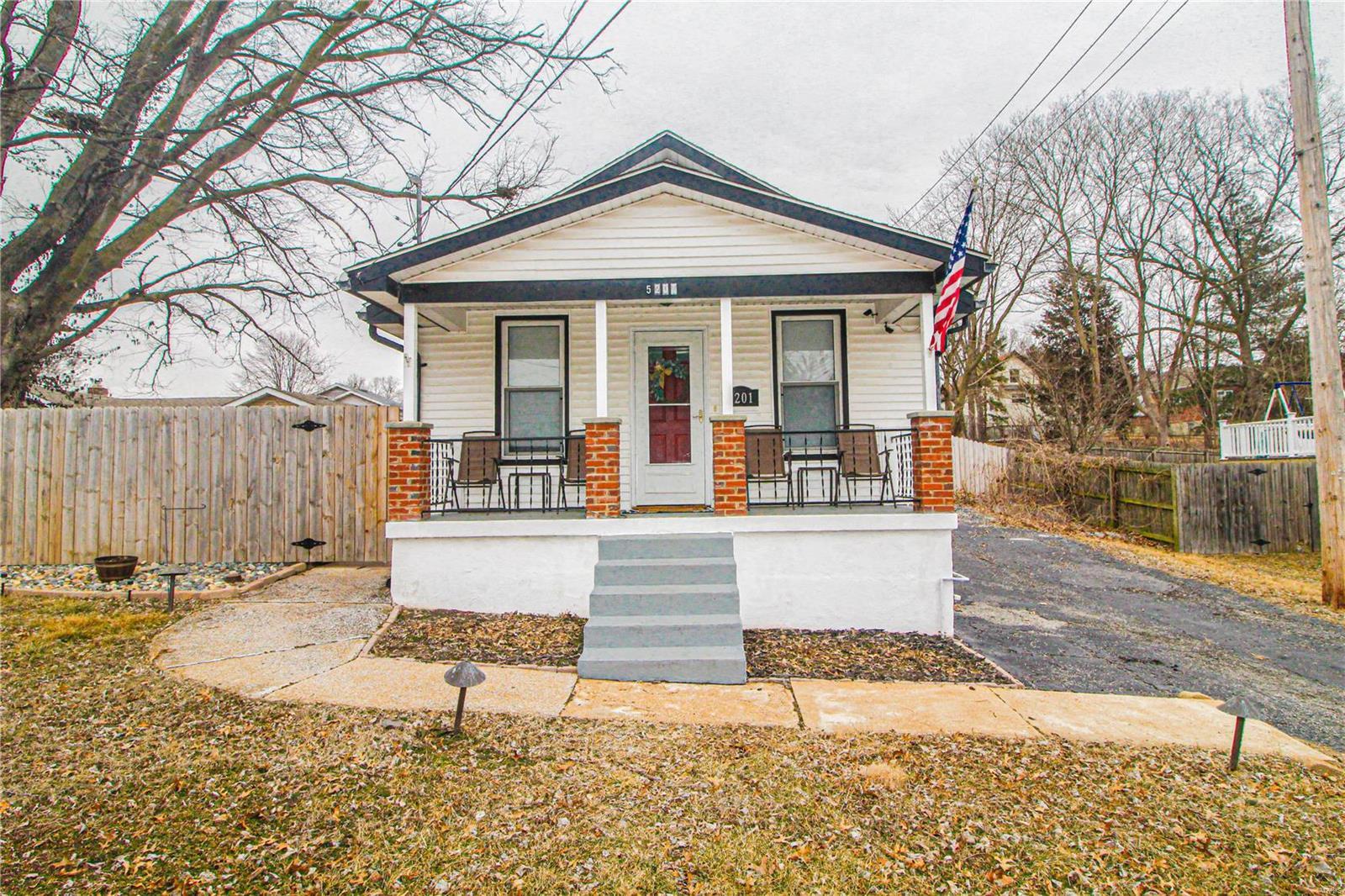 5201 Lakewood Avenue Property Photo - Affton, MO real estate listing