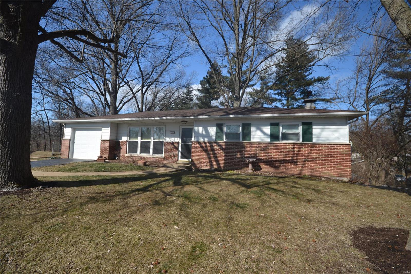 38 Woodhaven Court Property Photo - Belleville, IL real estate listing