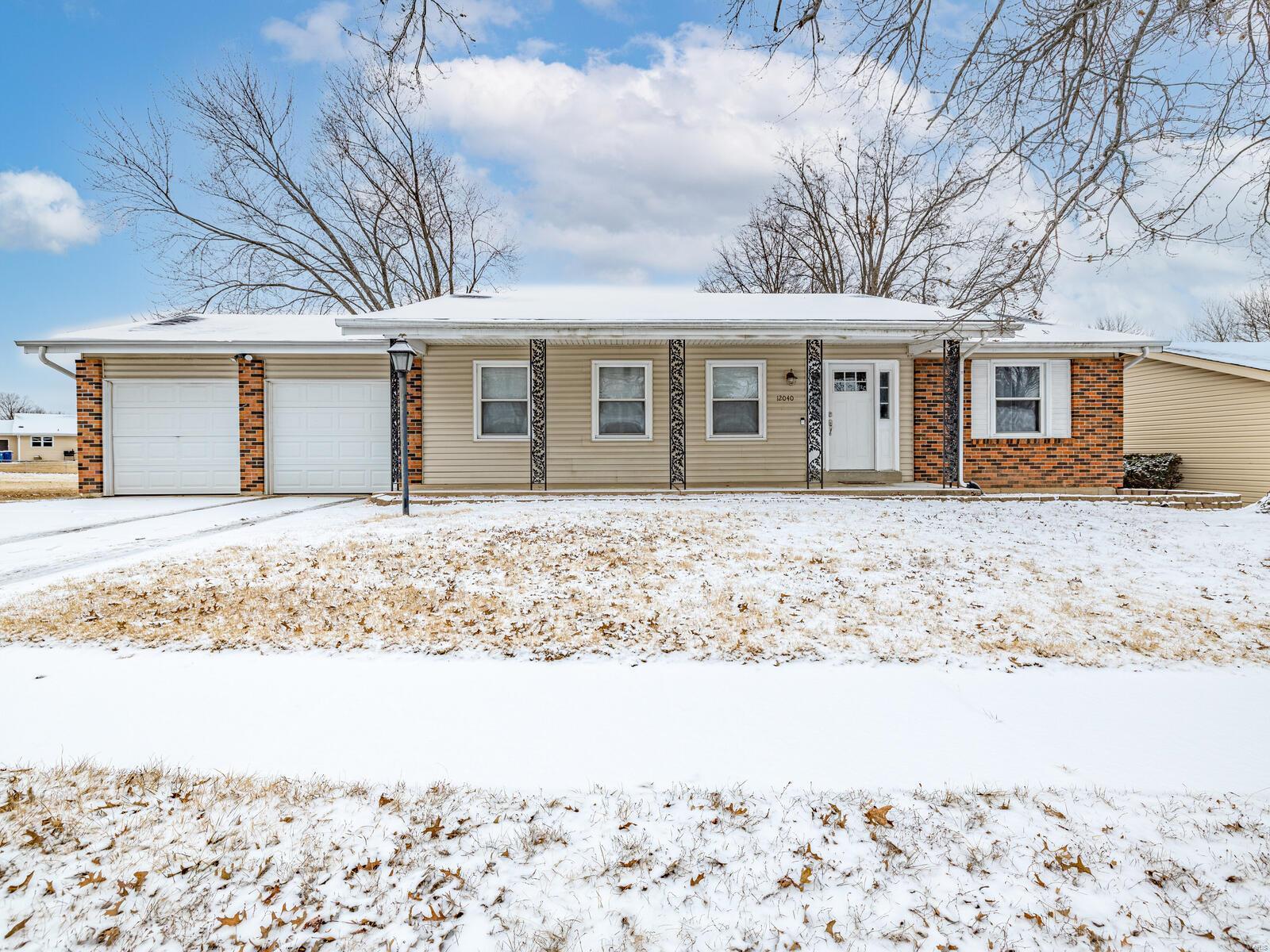 12040 Kingshead Property Photo - Florissant, MO real estate listing