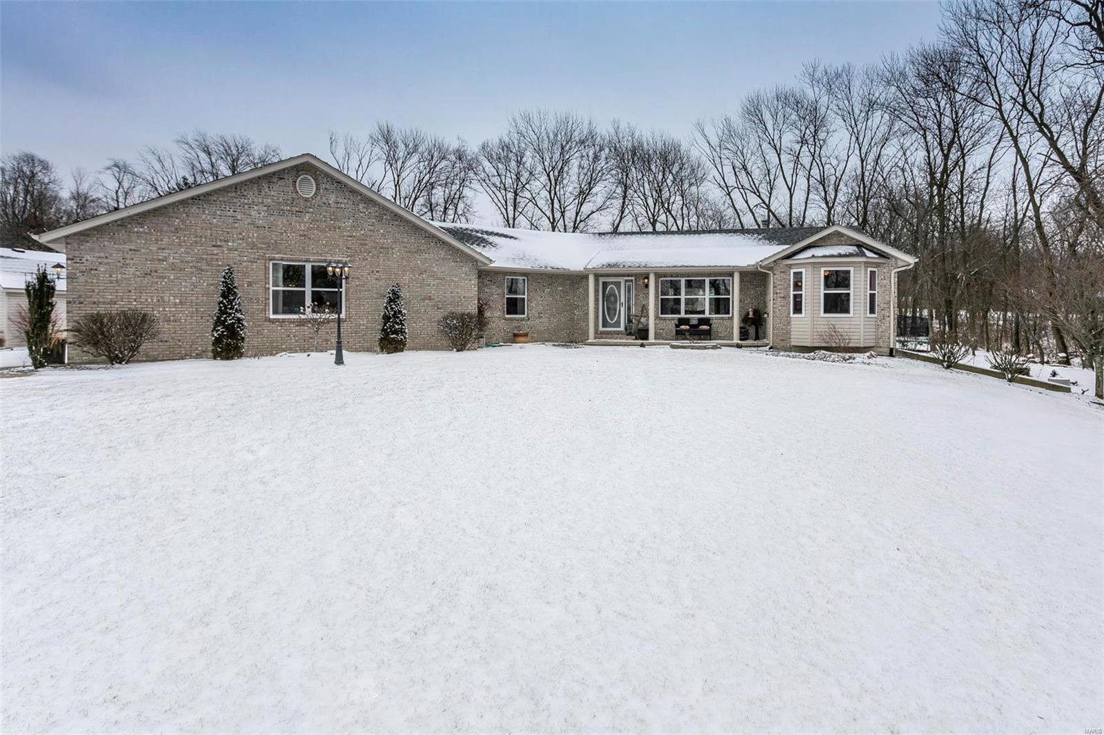 2484 Motel Road Property Photo - Highland, IL real estate listing