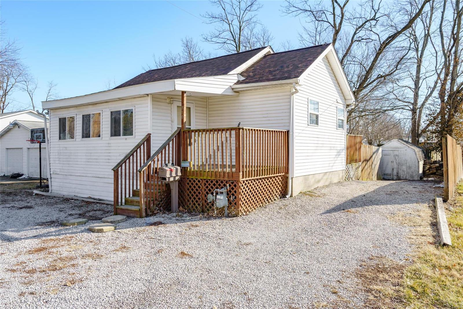 810 E Ryder Street Property Photo - Litchfield, IL real estate listing