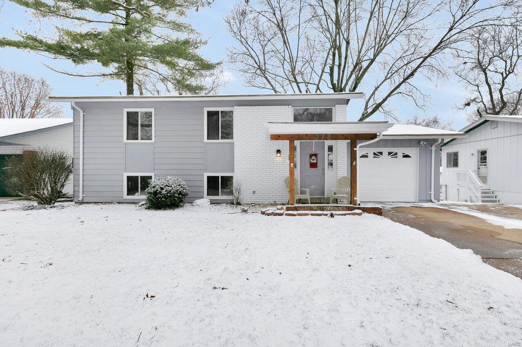 578 Coach Light Lane Property Photo - Hazelwood, MO real estate listing