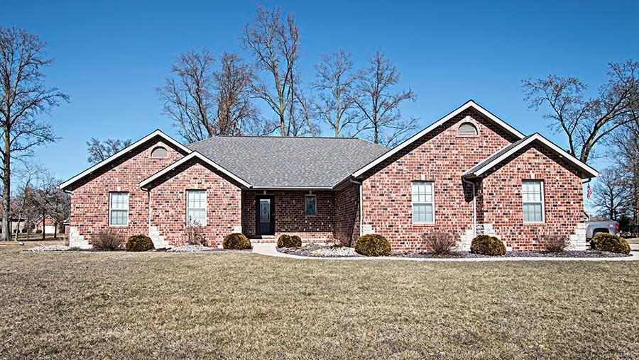 9679 Fieldcrest Property Photo - Breese, IL real estate listing