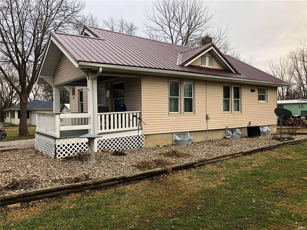 806 Ely Street Property Photo - Perry, MO real estate listing