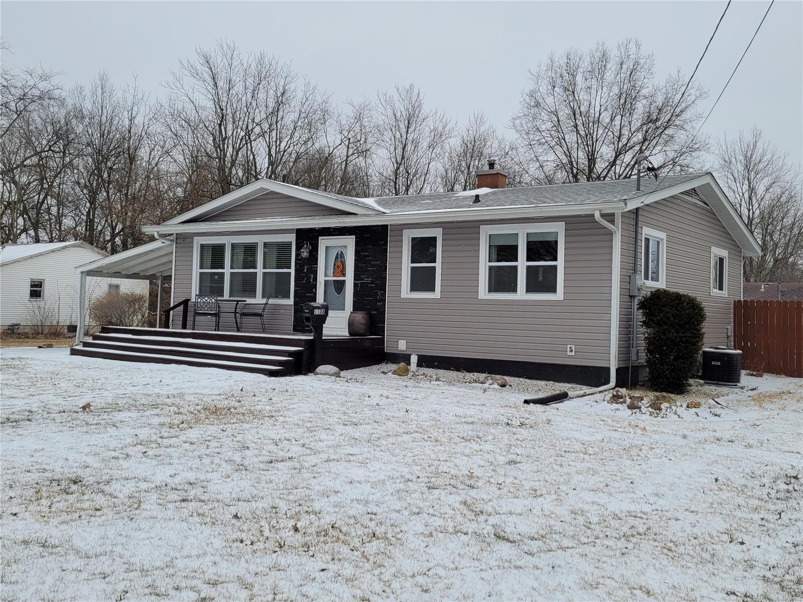 1108 E Clark Street Property Photo - Litchfield, IL real estate listing