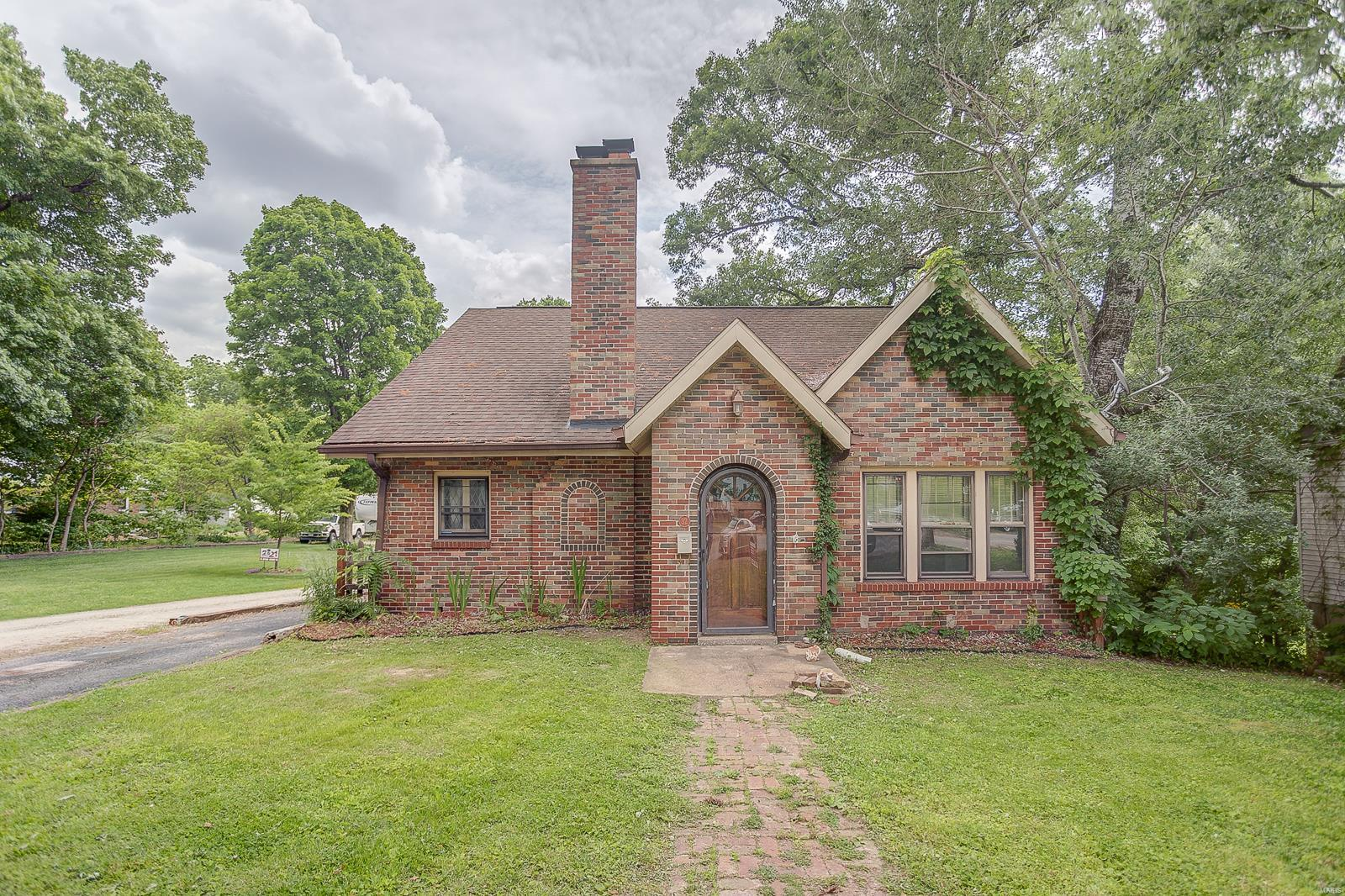 32 Sherwood Property Photo - Belleville, IL real estate listing