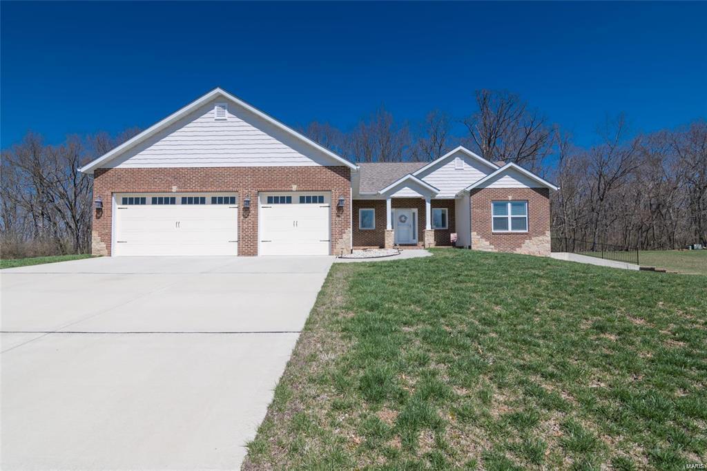 85 Tara Trail Property Photo - Highland, IL real estate listing