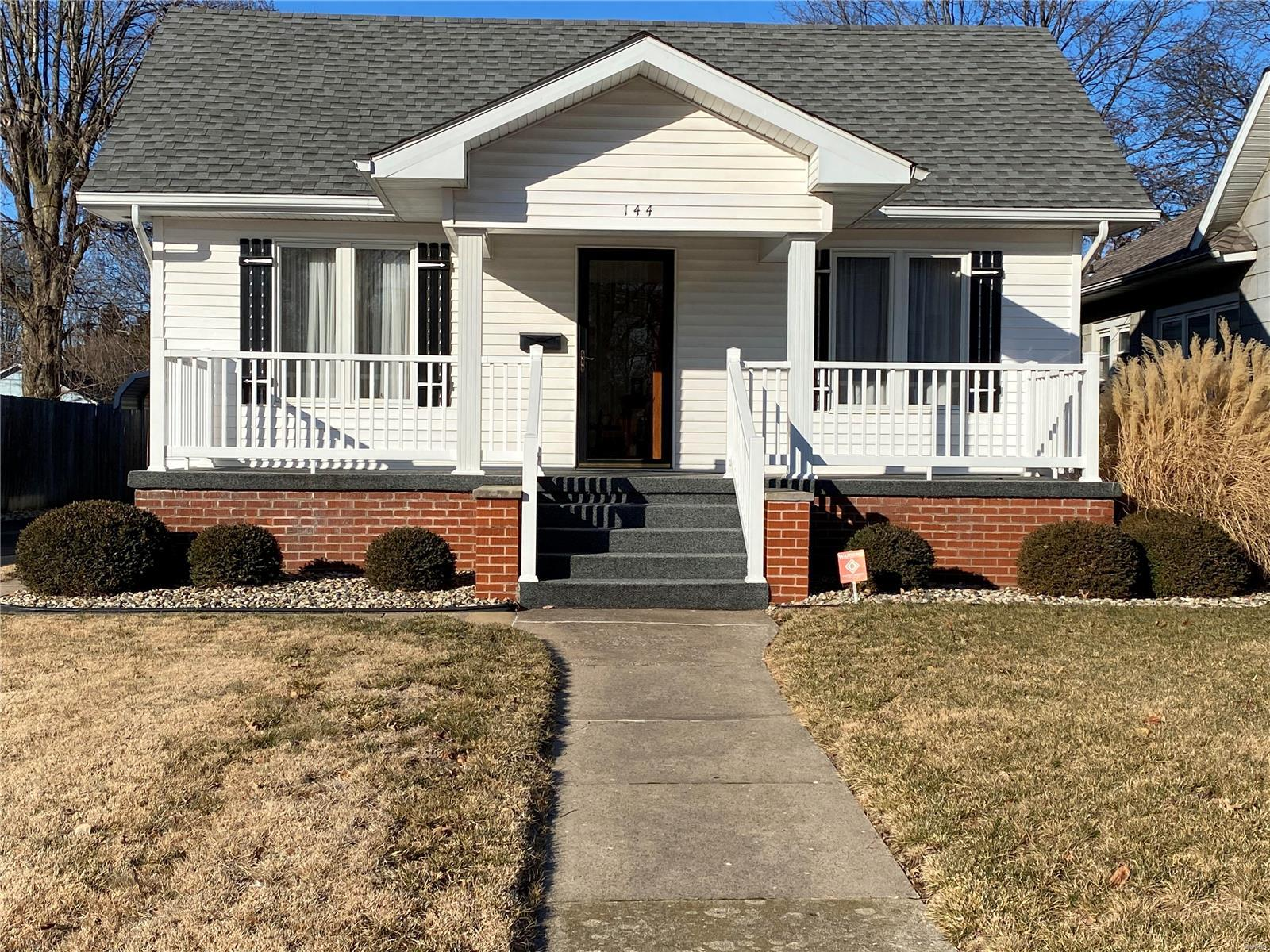 144 8th Street Property Photo - Wood River, IL real estate listing