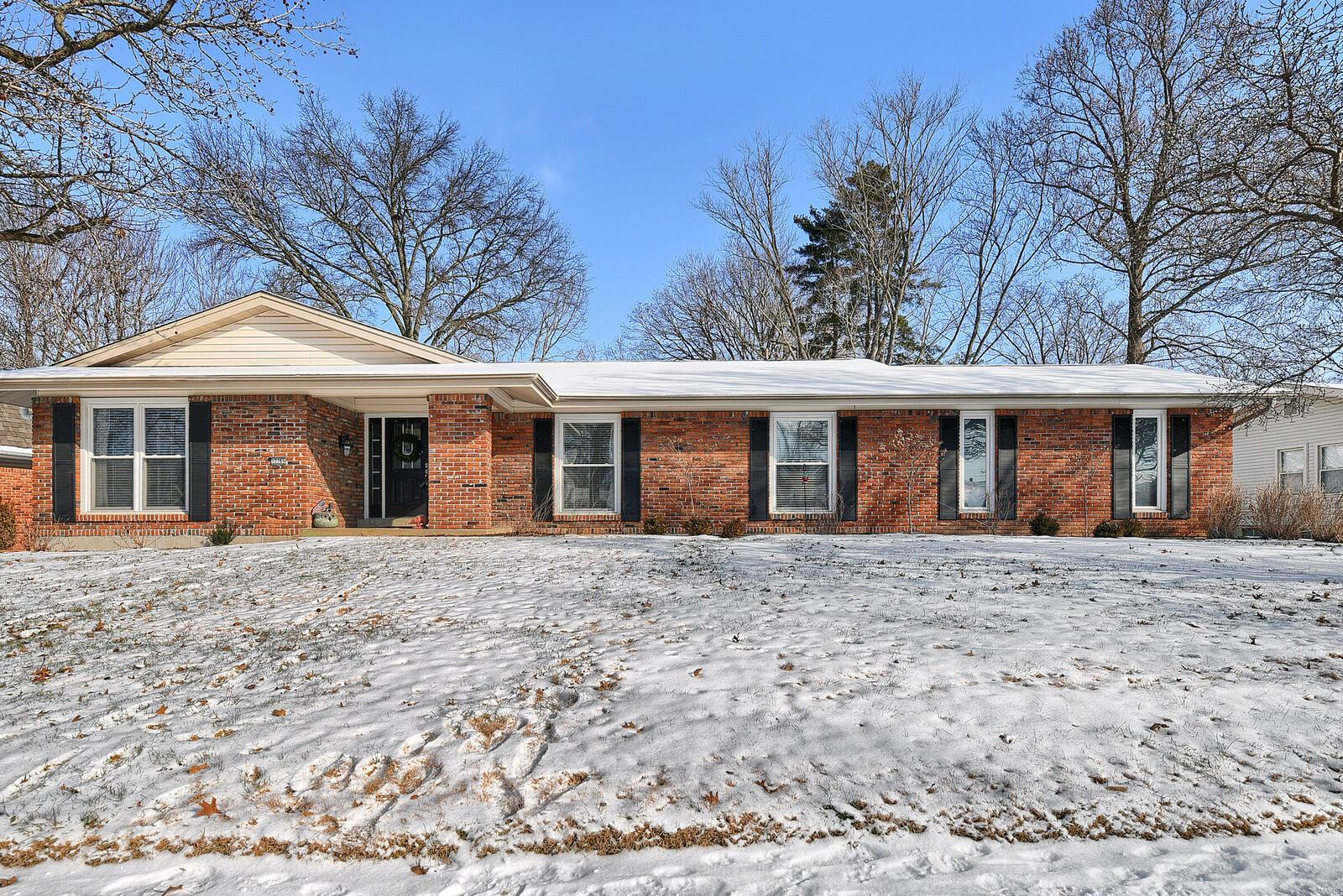 12765 Whispering Hills Lane Property Photo - St Louis, MO real estate listing