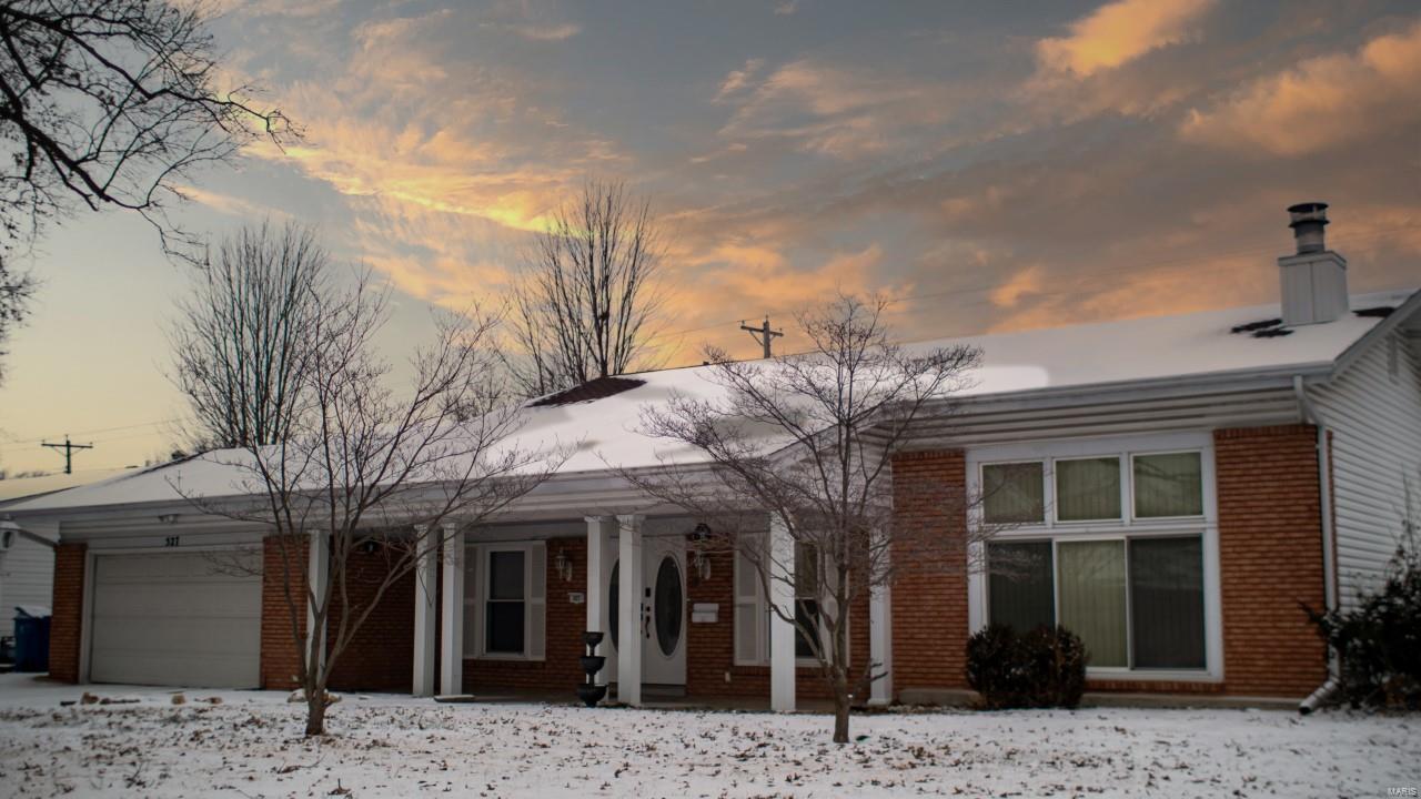527 Coach Light Property Photo - Hazelwood, MO real estate listing