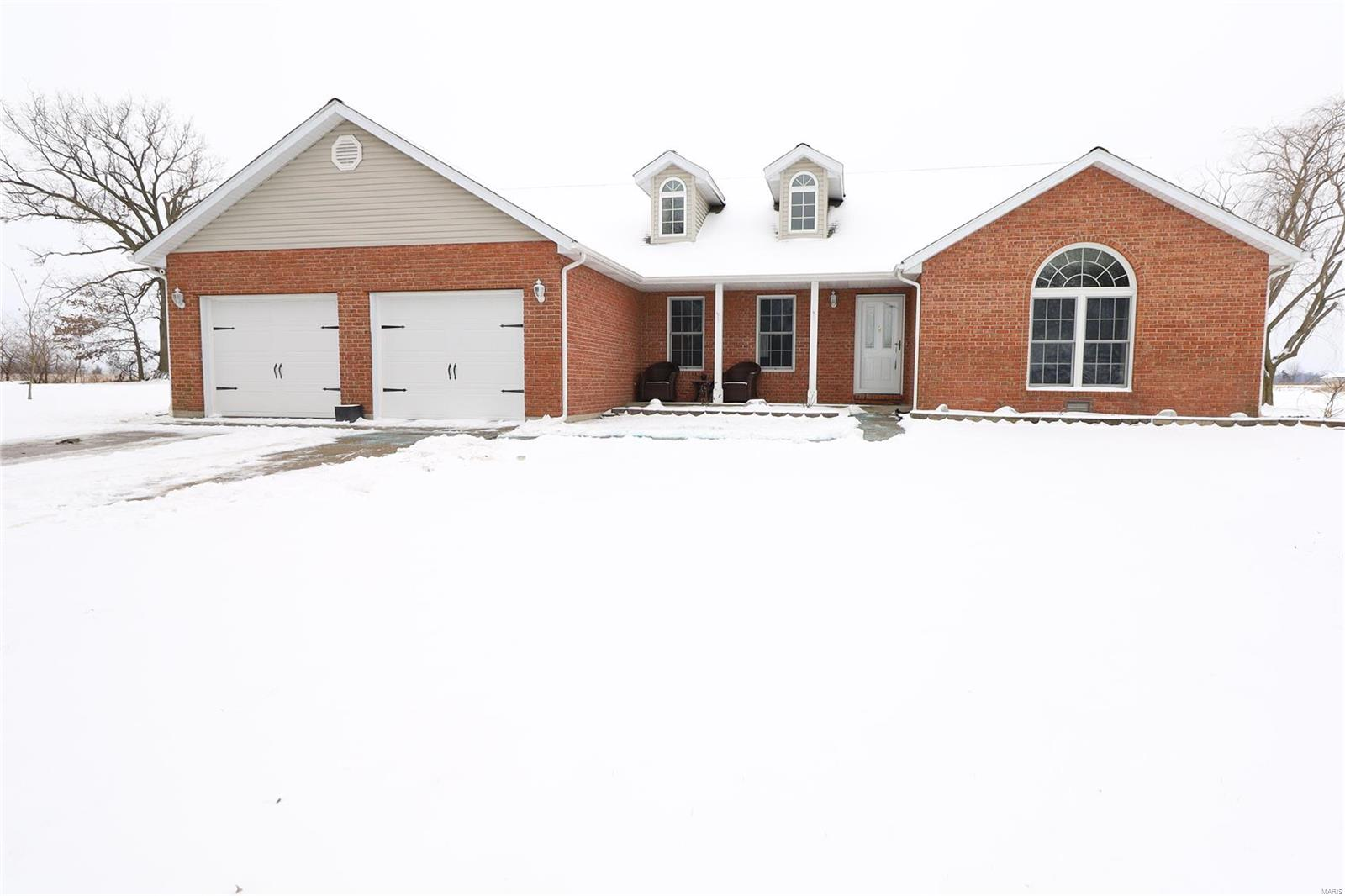 5186 Live Oak Drive Property Photo - Smithton, IL real estate listing