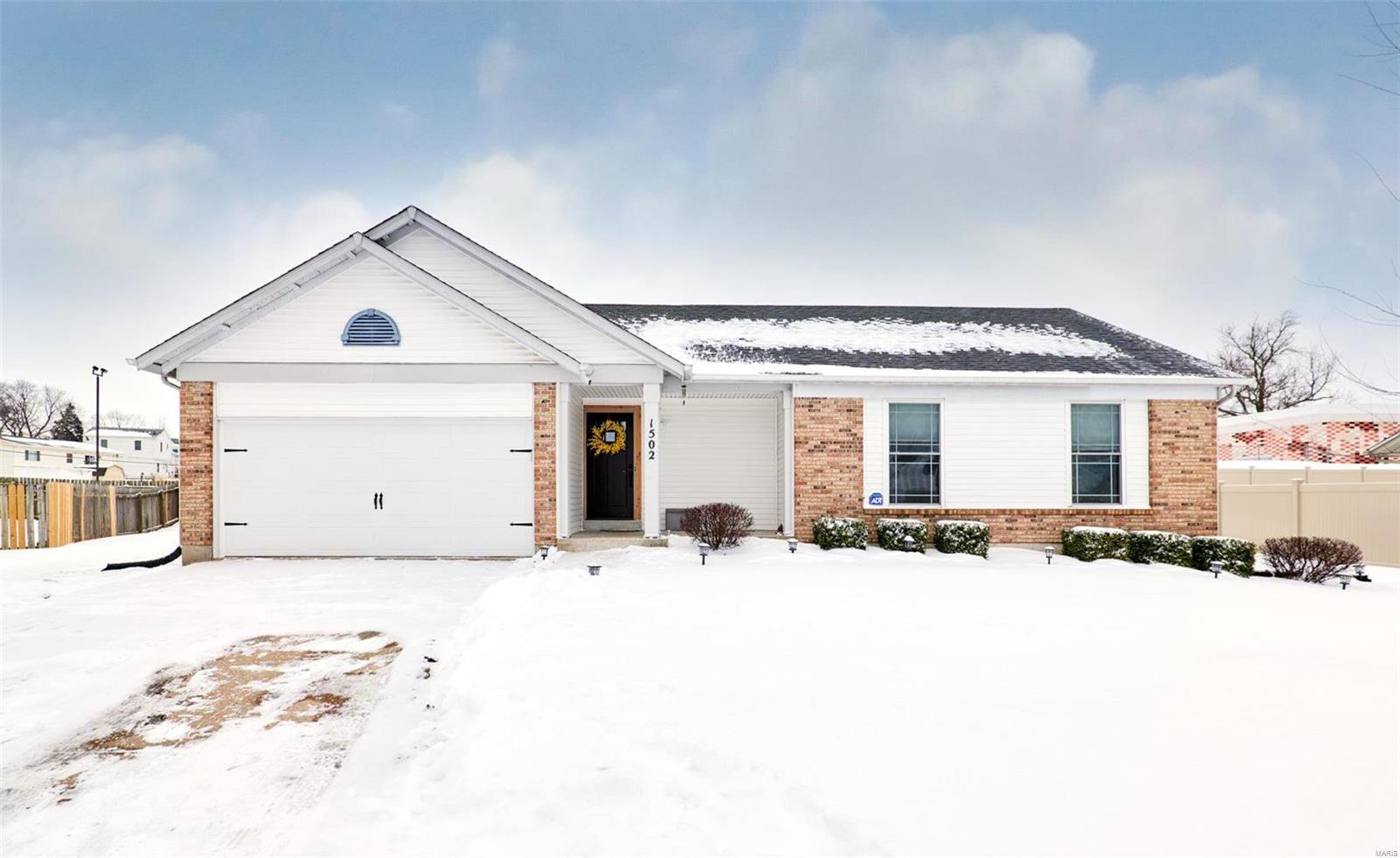1502 Saddlegate Court Property Photo - Florissant, MO real estate listing