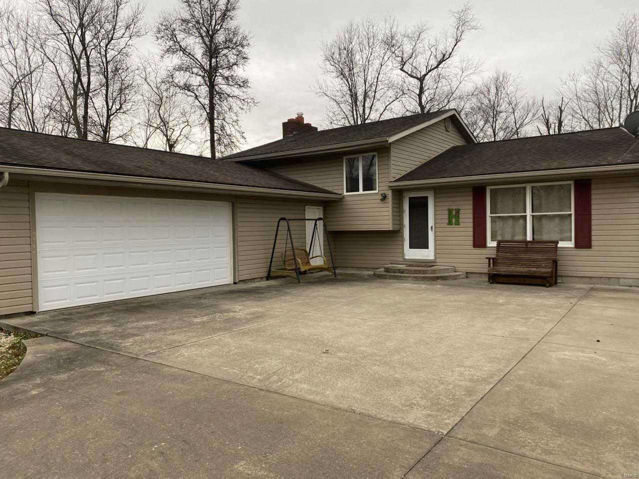 1405 Old Duquoin Road Property Photo - Duquoin, IL real estate listing