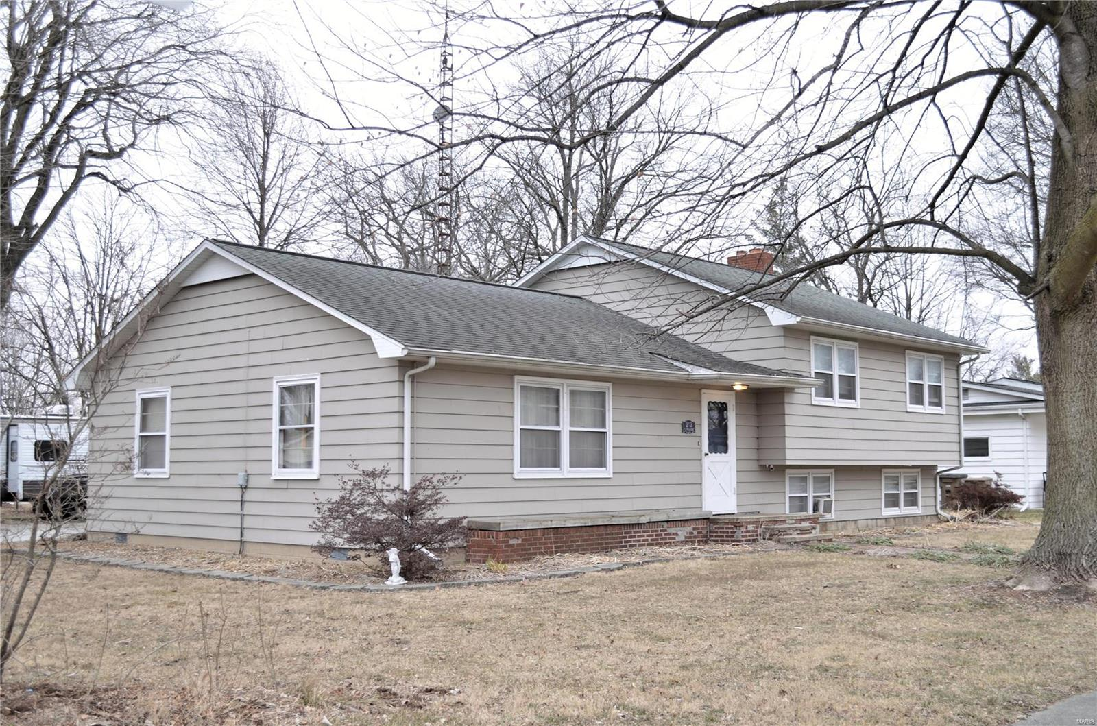 212 S Prairie Street Property Photo - Raymond, IL real estate listing