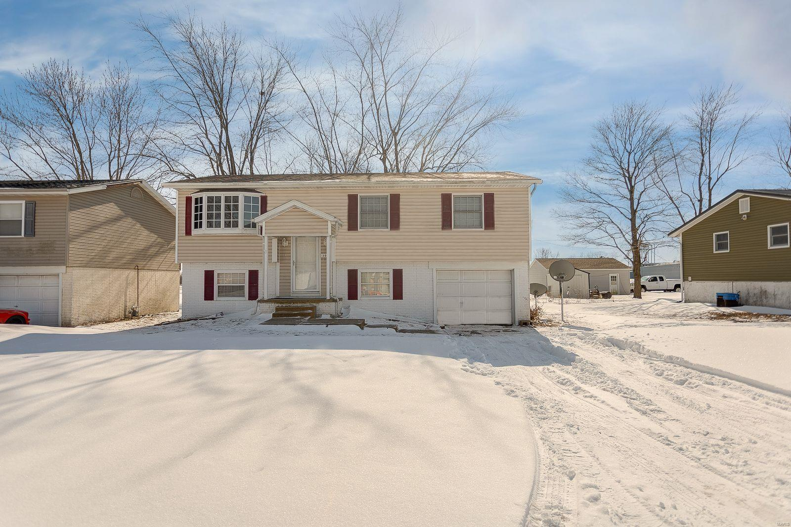 308 W 7th South Property Photo - Mount Olive, IL real estate listing