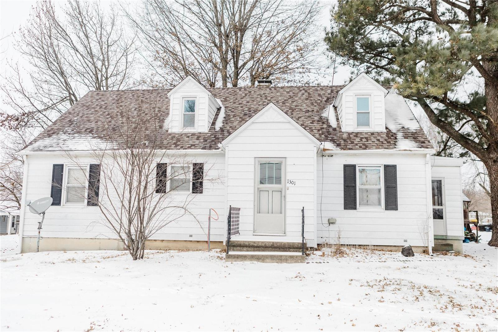 1301 W Broadway Street Property Photo - Steeleville, IL real estate listing