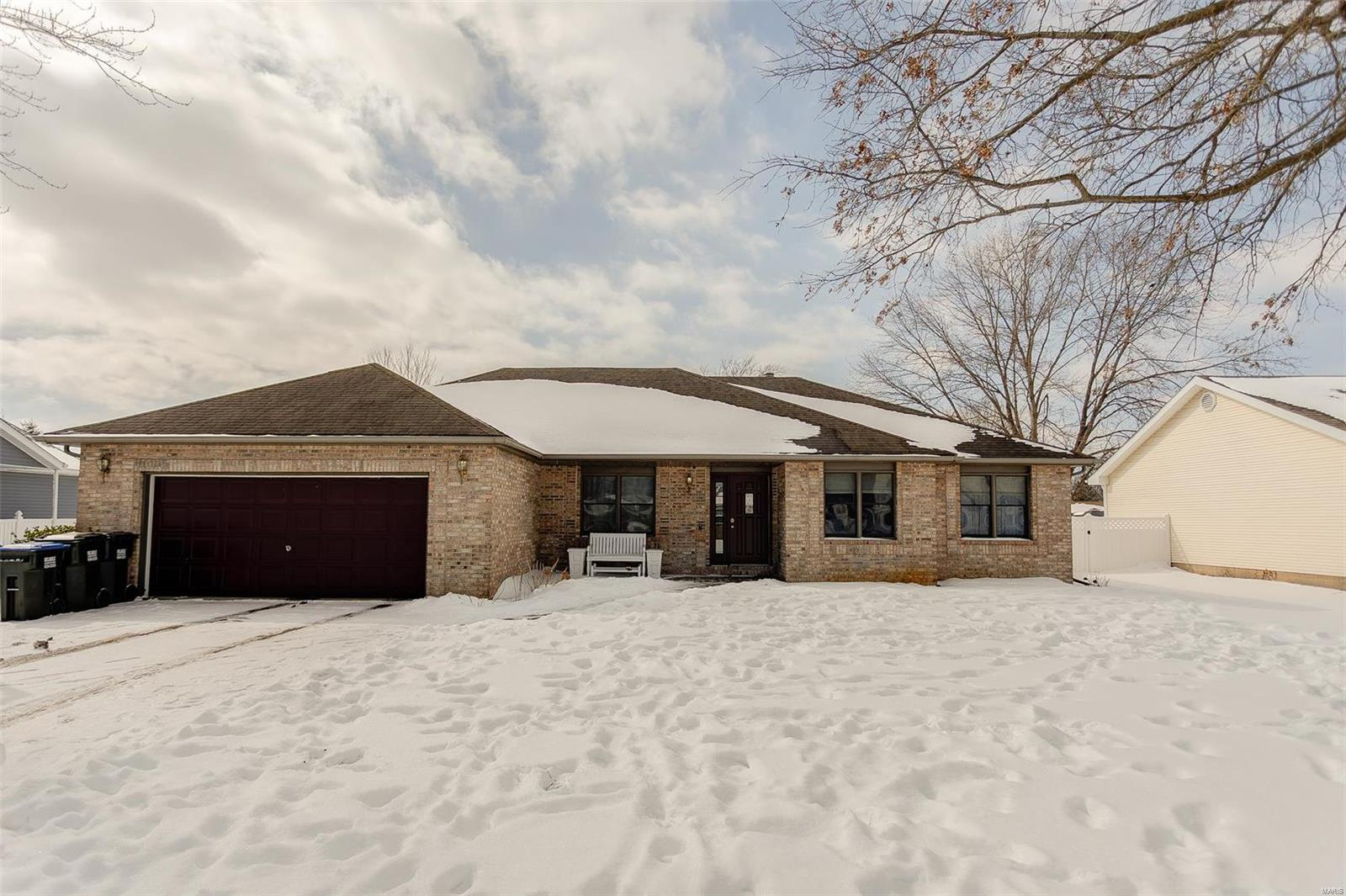 613 Marian Drive Property Photo - Dupo, IL real estate listing