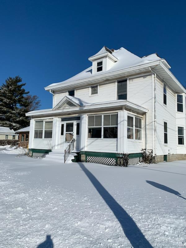 332 E 1st South Street Property Photo - Carlinville, IL real estate listing