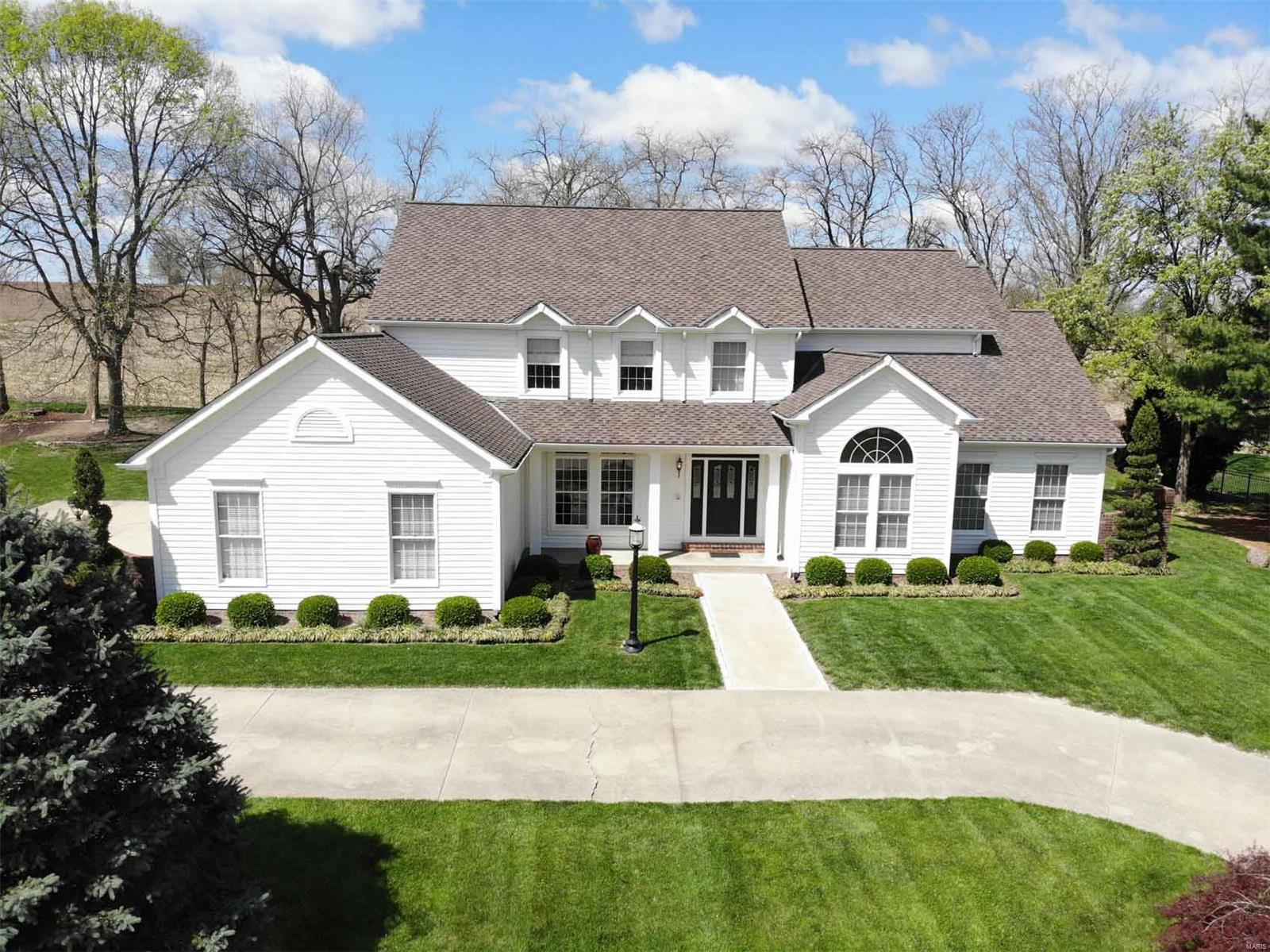 19 Willow Creek Drive Property Photo - Highland, IL real estate listing