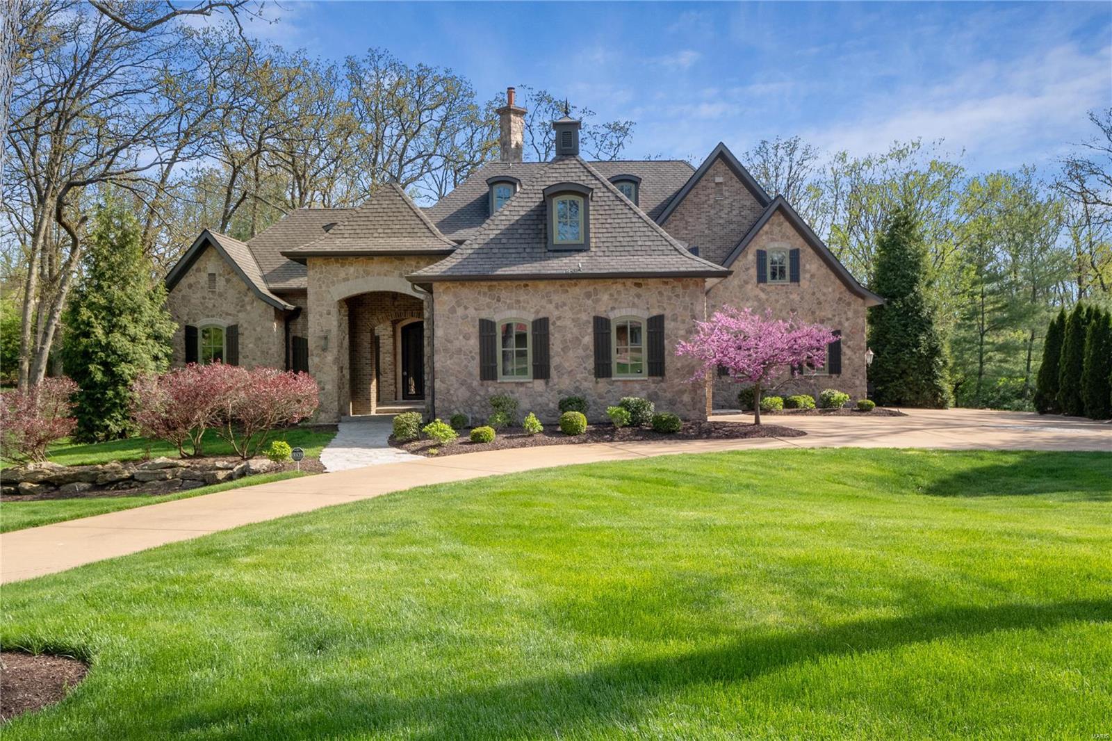 13 Holiday Lane Property Photo - Frontenac, MO real estate listing