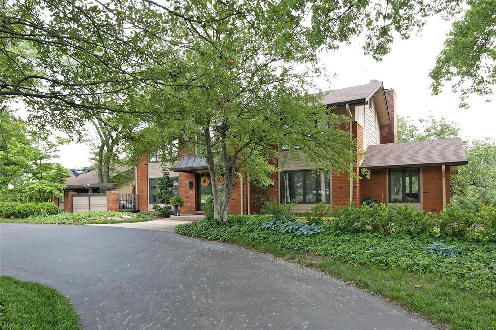 177 Plantation Drive Property Photo - Creve Coeur, MO real estate listing
