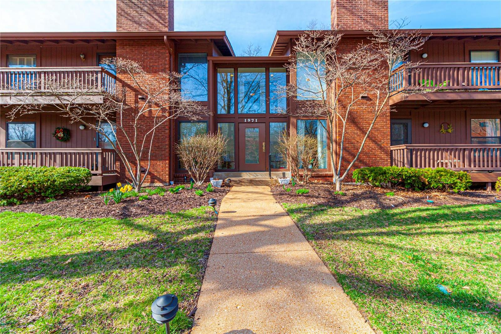 1971 Meadowtree #5 Property Photo - St Louis, MO real estate listing