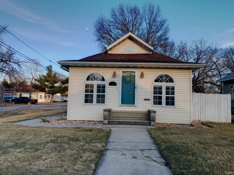 727 N Broad Property Photo - Carlinville, IL real estate listing