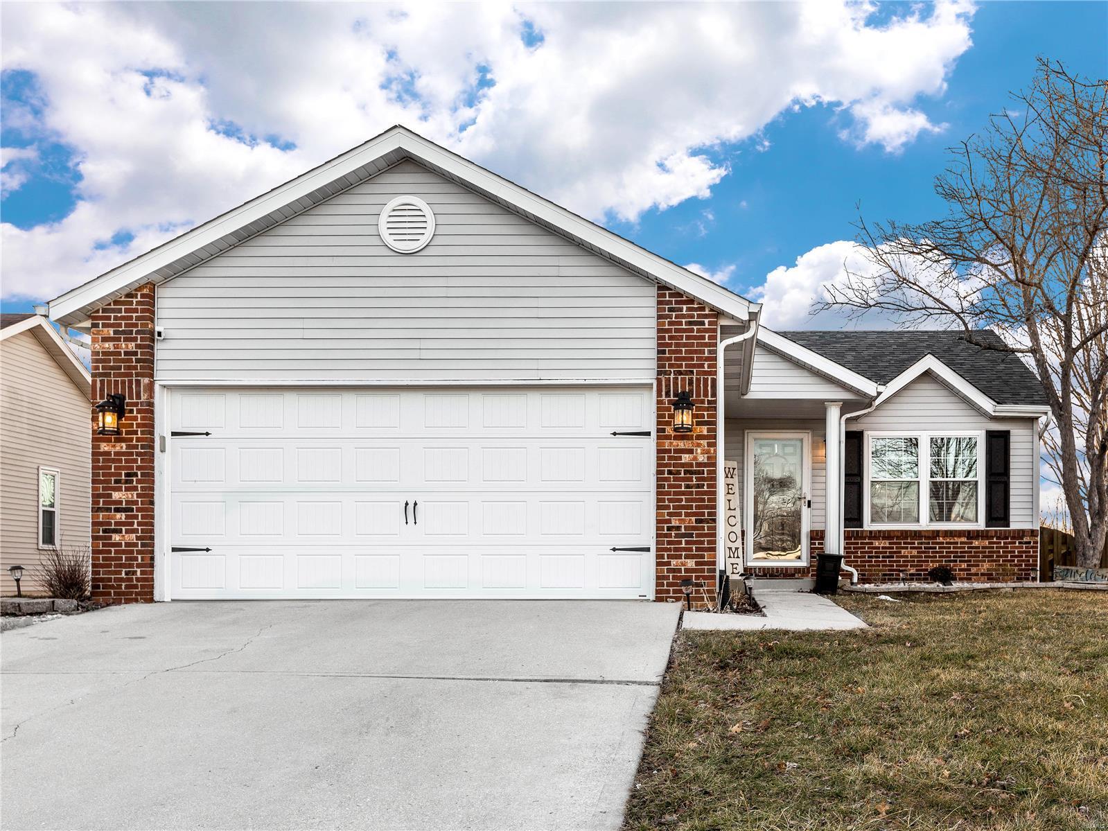 203 Bayhill Boulevard Property Photo - Glen Carbon, IL real estate listing