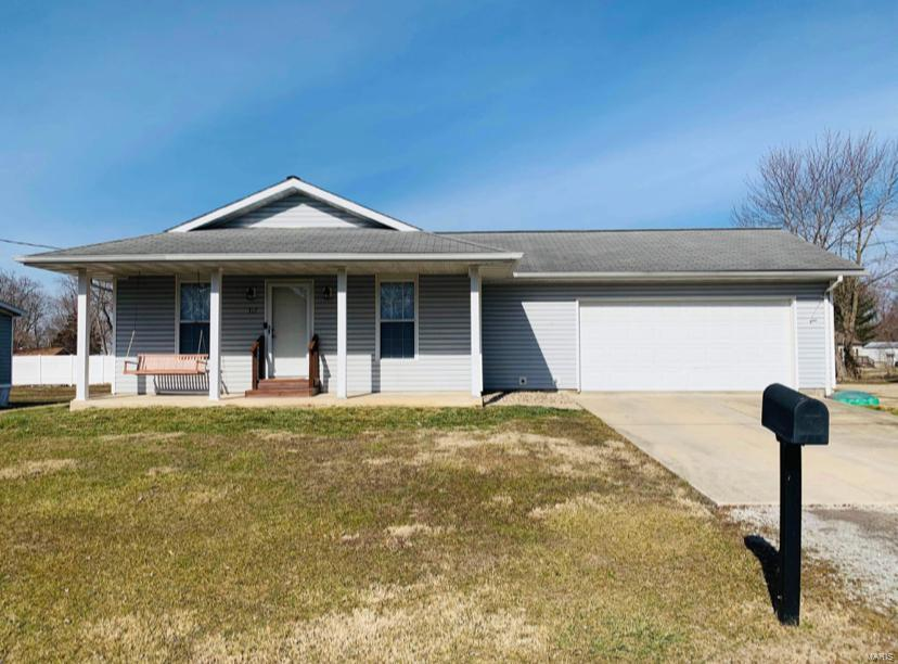 317 Rutledge Street Property Photo - Worden, IL real estate listing
