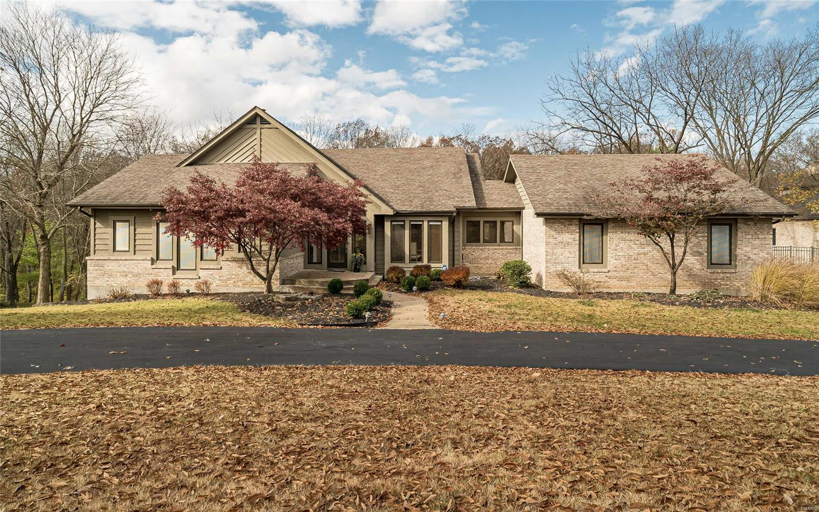 221 Sugar Creek Ridge Drive Property Photo - Kirkwood, MO real estate listing