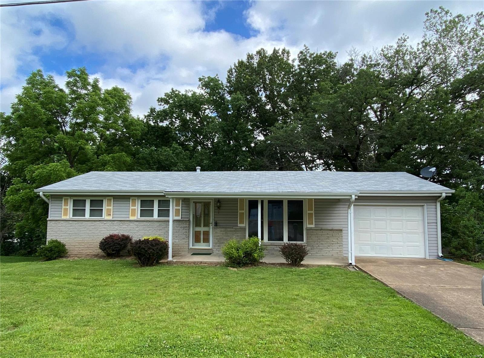 1011 Clark Drive Property Photo - Fenton, MO real estate listing