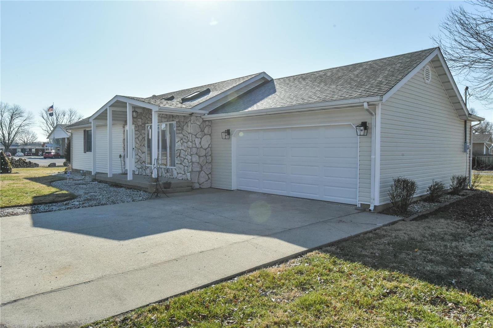 7 E Illinois Street Property Photo - New Baden, IL real estate listing