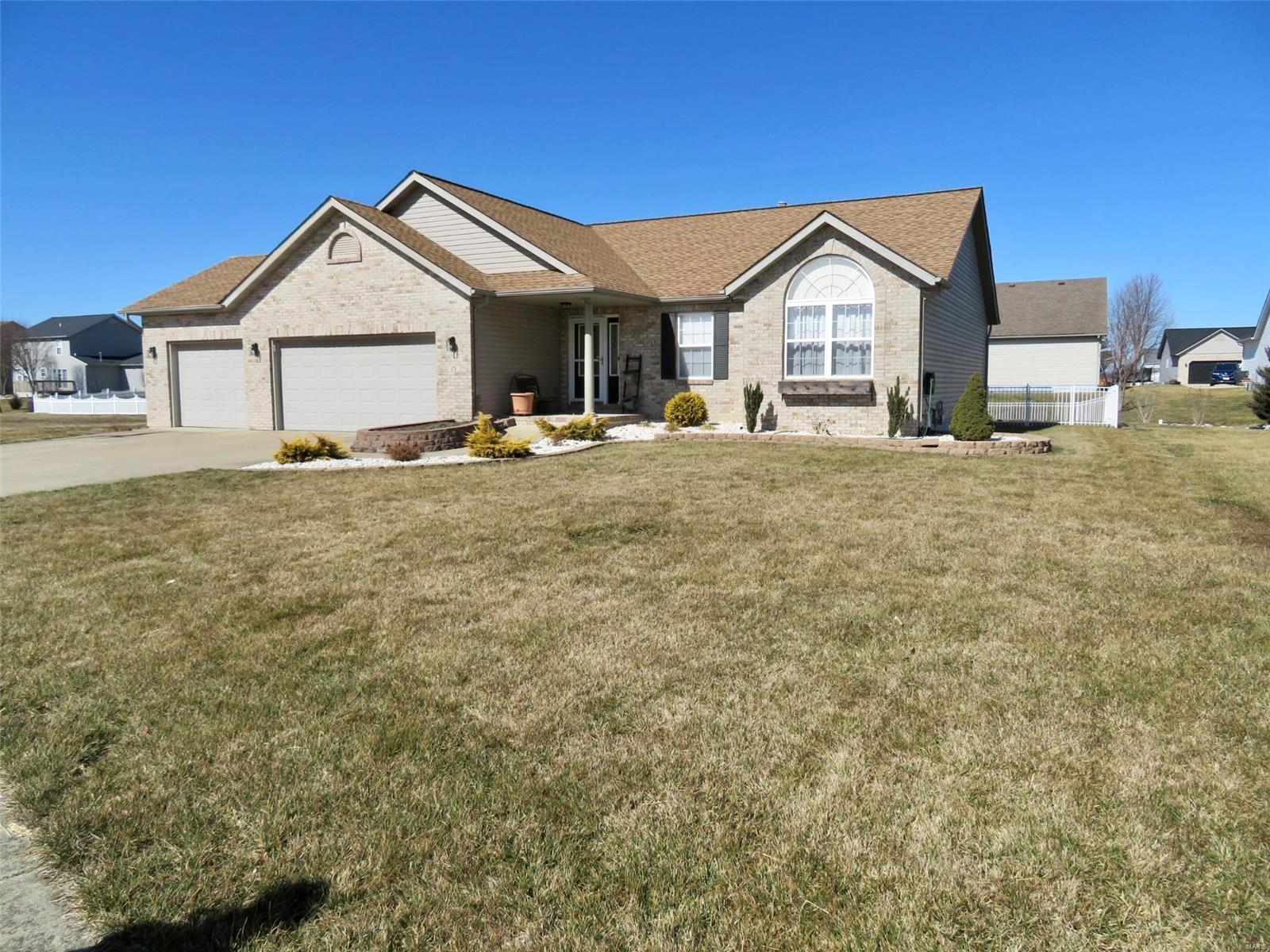15 Crooked Stick Drive Property Photo - Highland, IL real estate listing