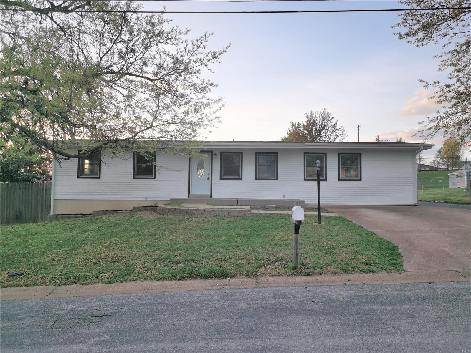 747 Esther Drive Property Photo - Arnold, MO real estate listing