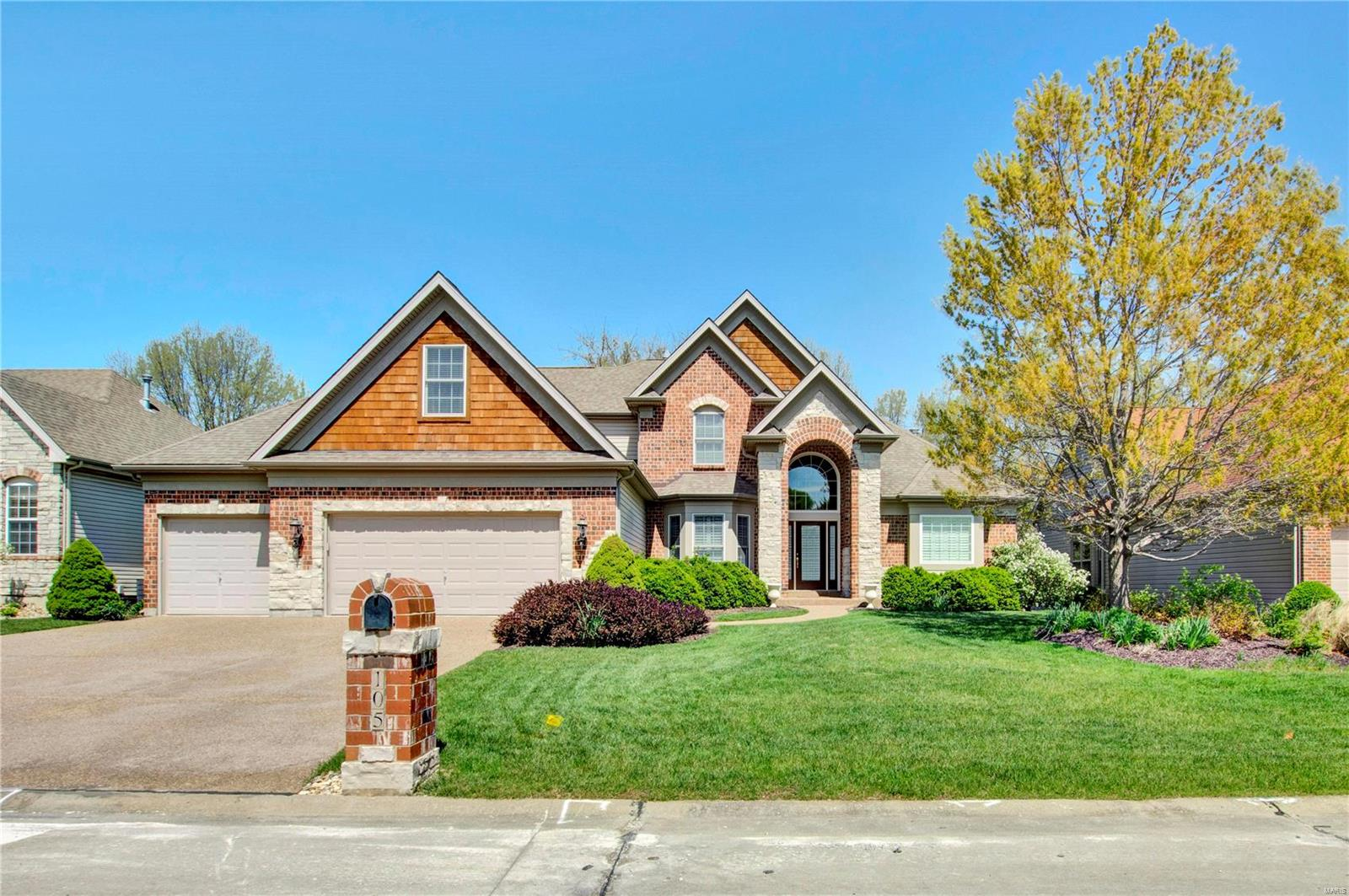 105 Sterling Crossing Drive Property Photo - Dardenne Prairie, MO real estate listing