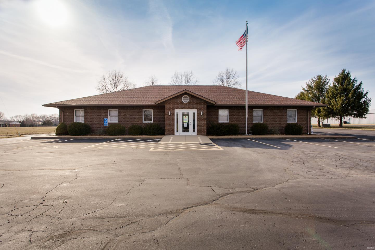 138 Williamsburg Lane Property Photo - Waterloo, IL real estate listing