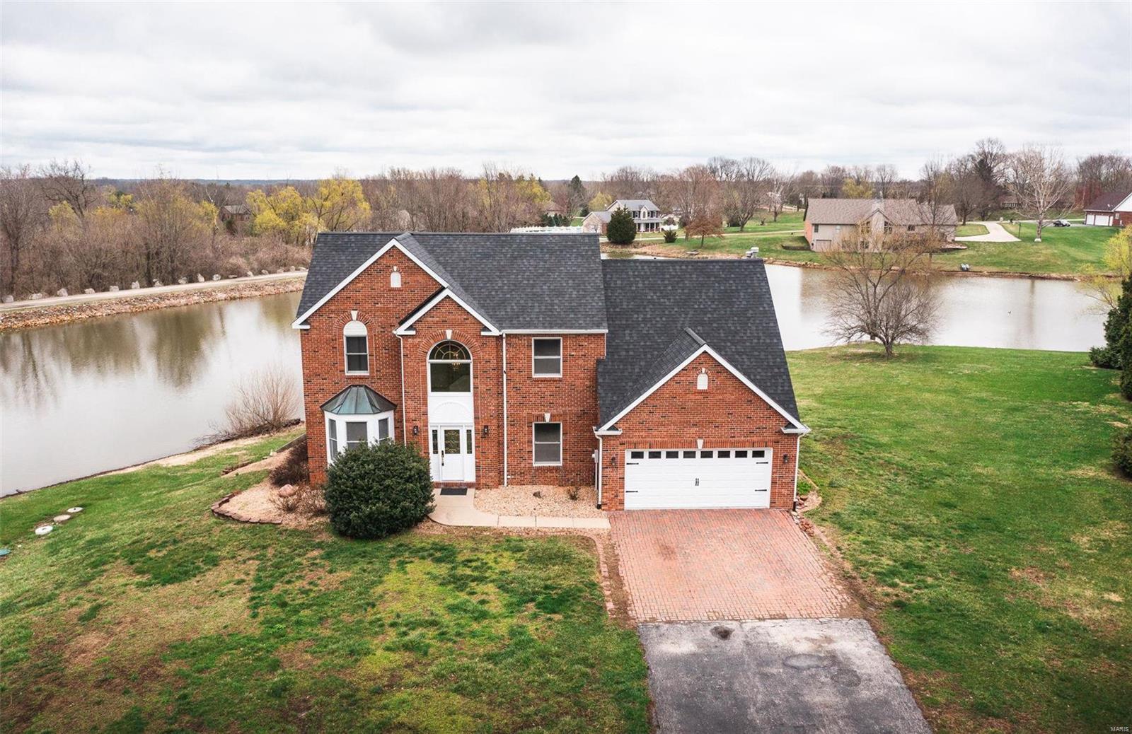 3252 Ravenwood Drive Property Photo - Godfrey, IL real estate listing