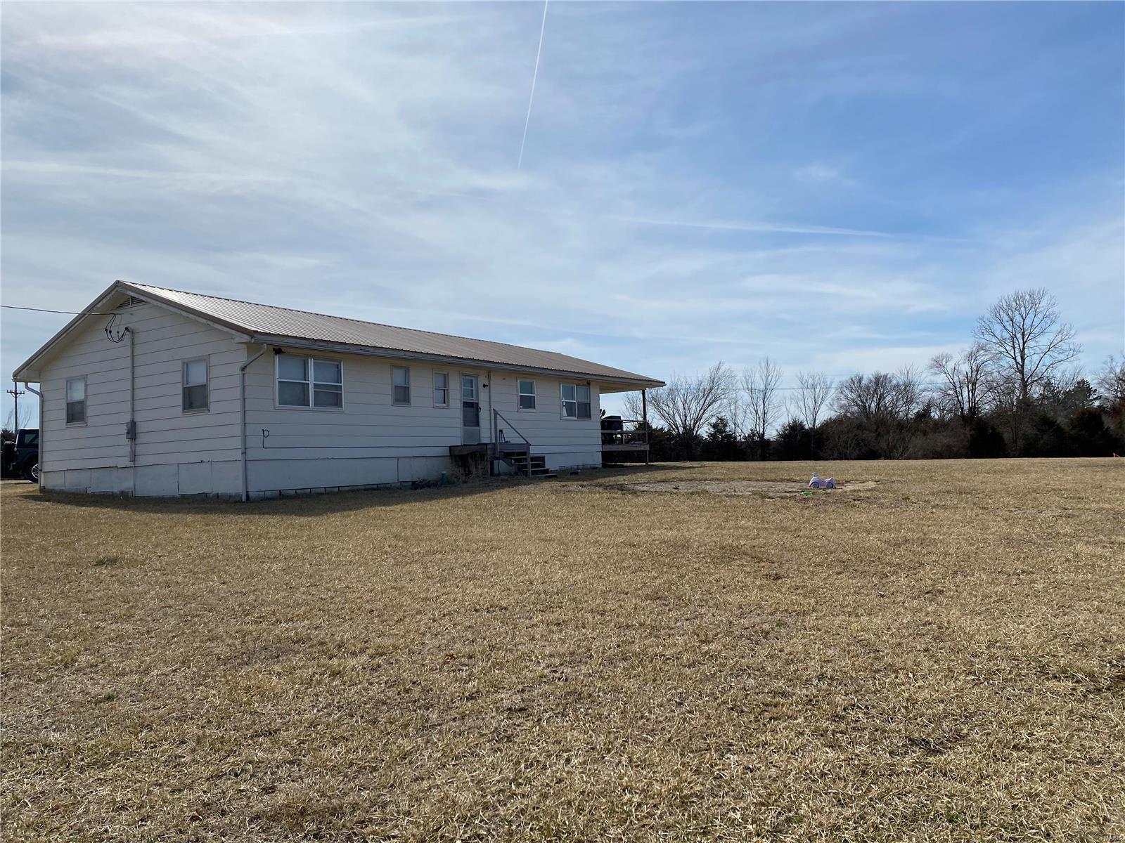 1511 Private Road 1232 Property Photo - Huntsville, MO real estate listing