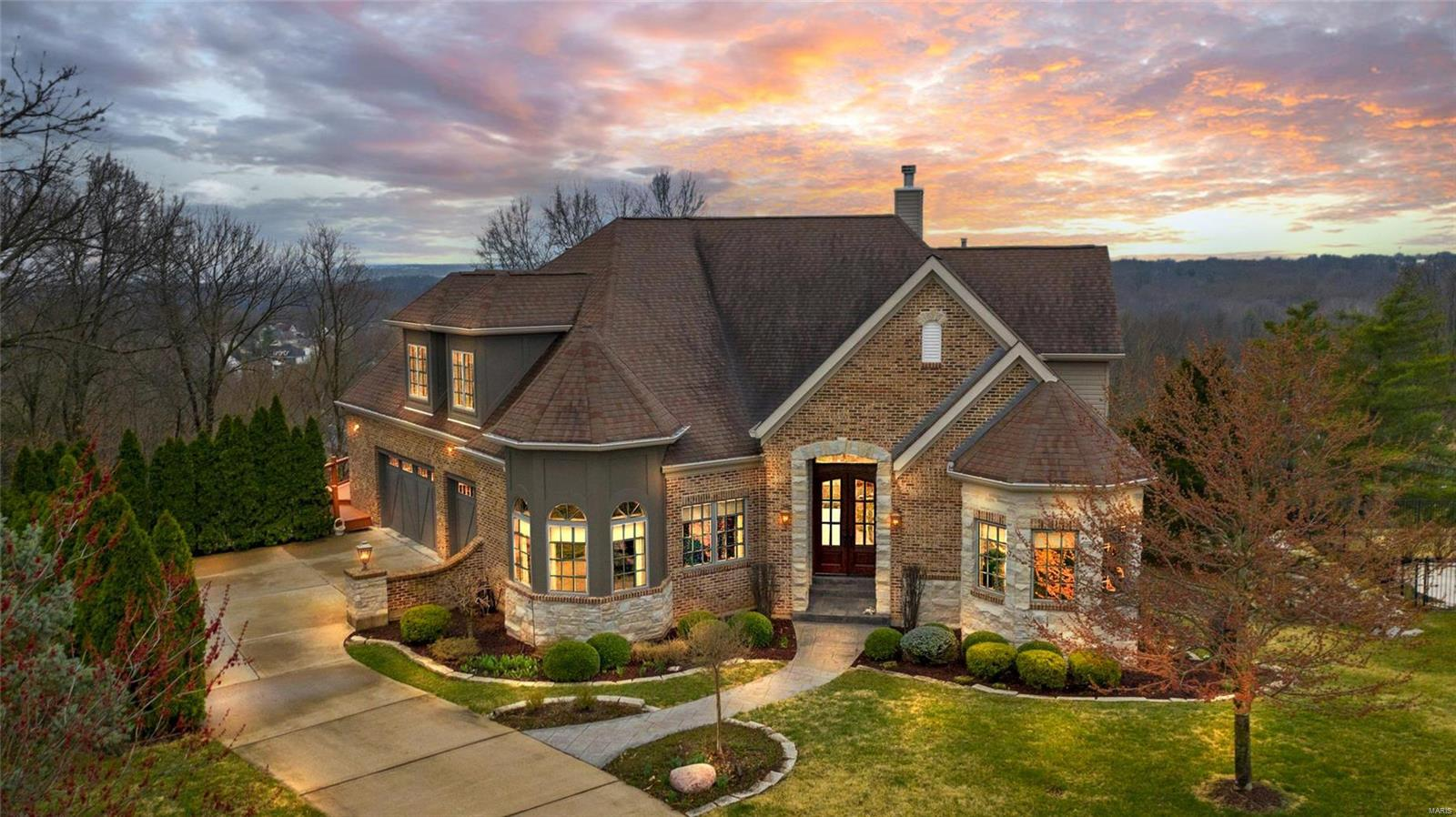 608 Mulberry Grove Court Property Photo - Manchester, MO real estate listing