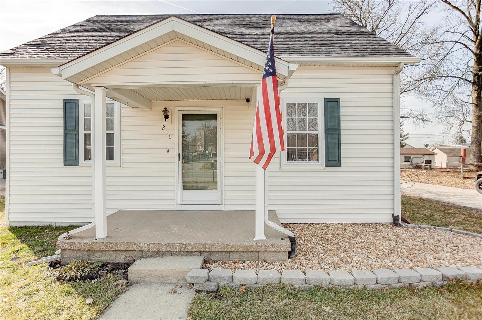 215 W Hanover Street Property Photo - New Baden, IL real estate listing