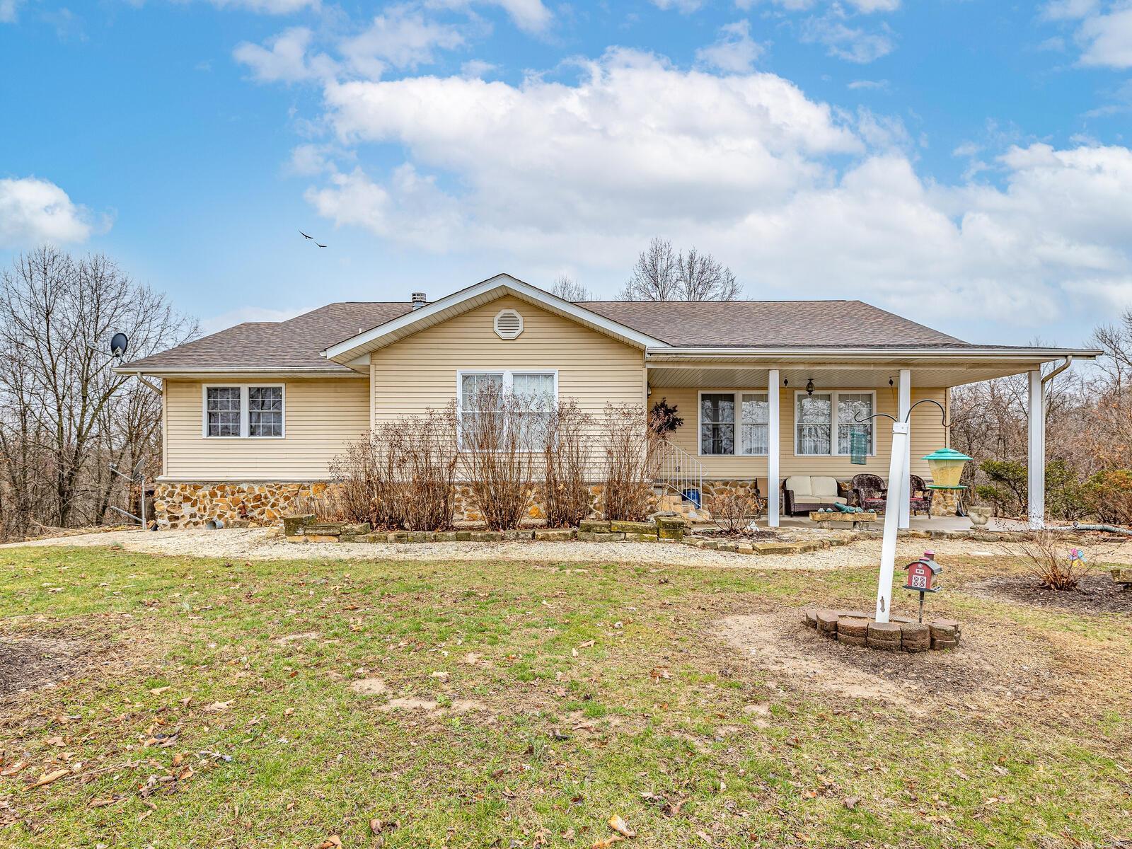 19009 Doe Lane Property Photo - Fieldon, IL real estate listing