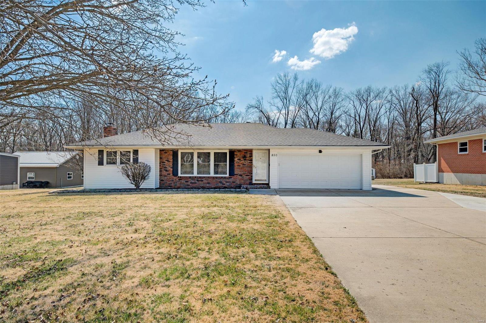 820 W Main Street Property Photo