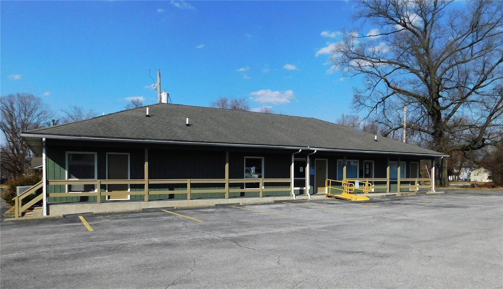 320 N Main Street Property Photo - Benton, IL real estate listing