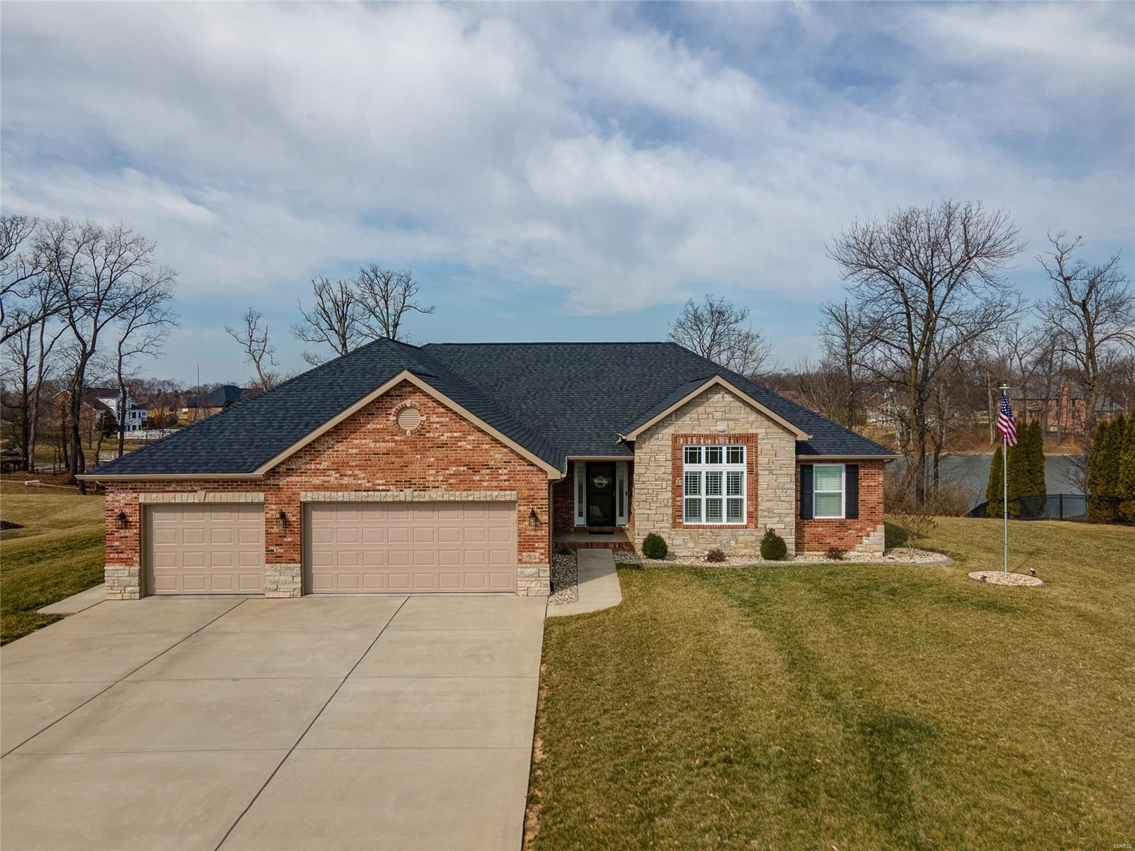4239 English Oak Lane Property Photo - Smithton, IL real estate listing