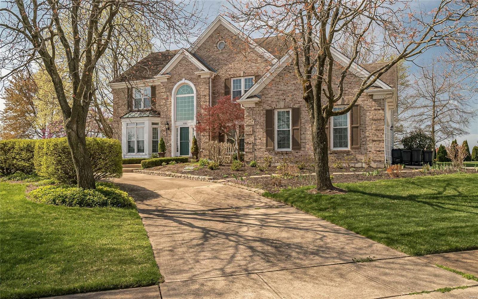 1006 Regency Manor Drive Property Photo - Ballwin, MO real estate listing